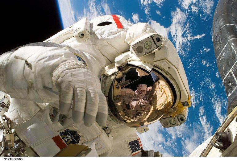 astronaut11080_960_720.jpg