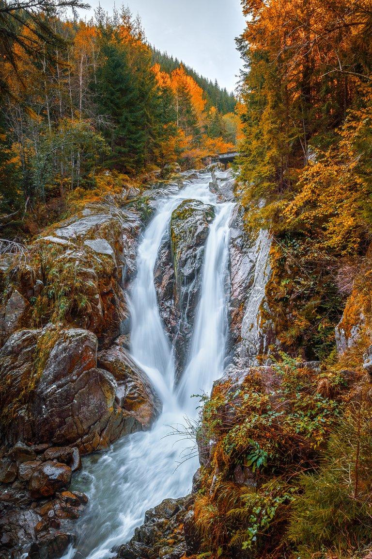 WaterfallintheMountainsS.jpg