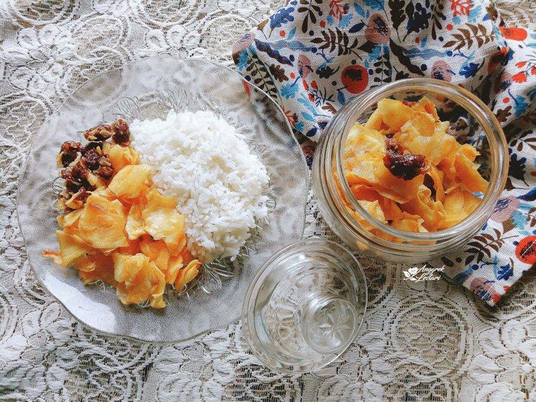 Cassava Chips with Rice3.jpg