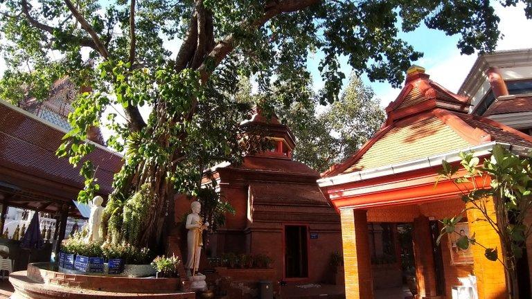 dusit_temples_bangkok_oct_2020_156.jpg