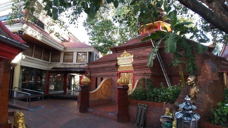 dusit_temples_bangkok_oct_2020_206.jpg
