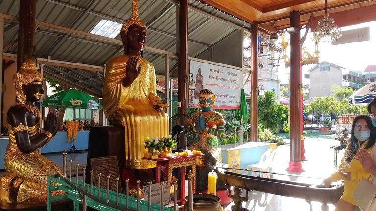 dusit_temples_bangkok_oct_2020_155.jpg