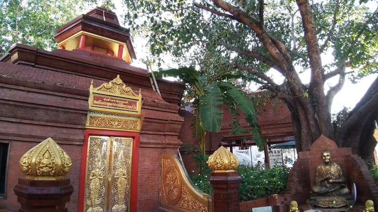 dusit_temples_bangkok_oct_2020_202.jpg