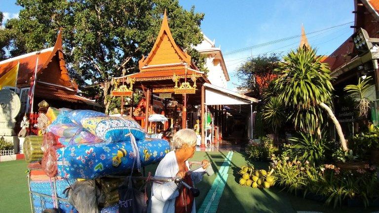 dusit_temples_bangkok_oct_2020_225.jpg