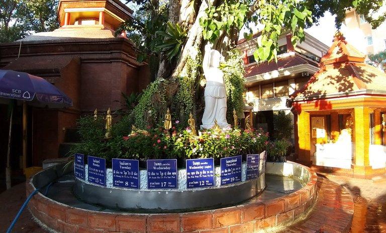dusit_temples_bangkok_oct_2020_228.jpg