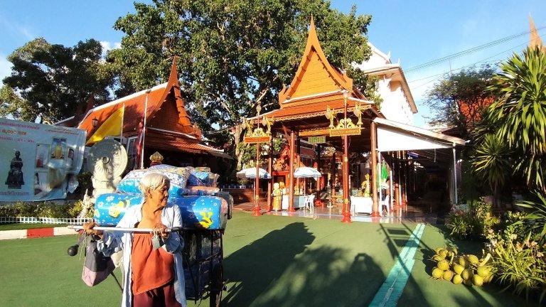 dusit_temples_bangkok_oct_2020_224.jpg