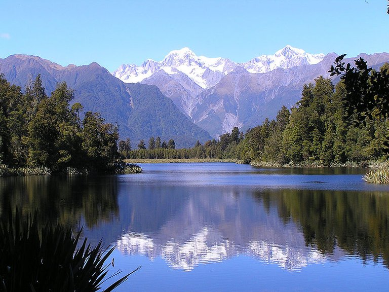 800px-Mount_Cook_and_Lake_Matheson.jpg