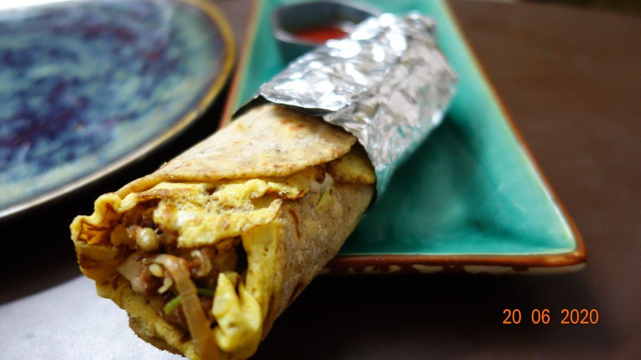 Egg paneer roll