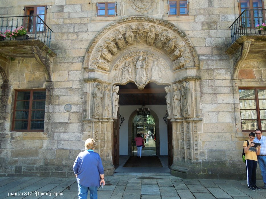 Romanesque art in civil architecture
