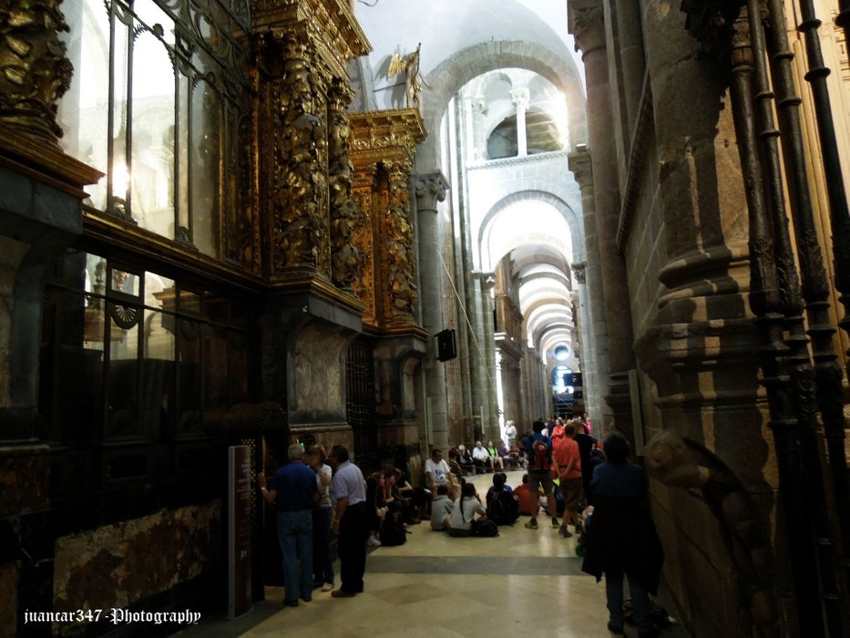 Waiting to go down to the crypt where the relics of Santiago rest