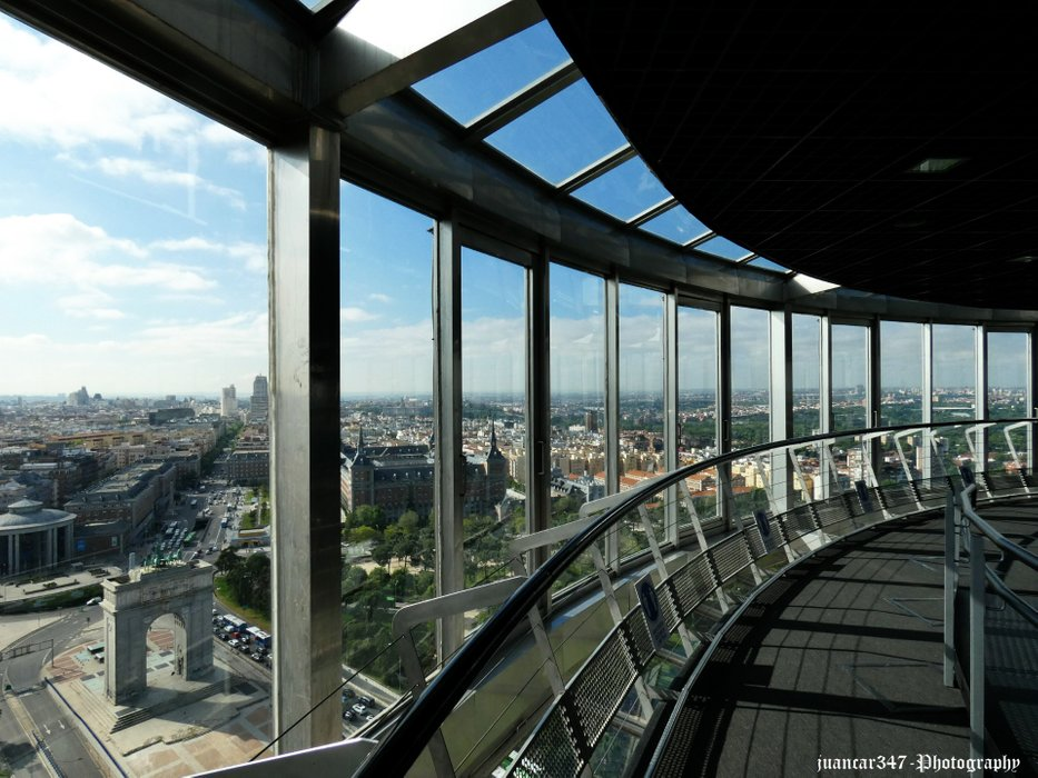 Inside the Moncloa Lighthouse: panoramic