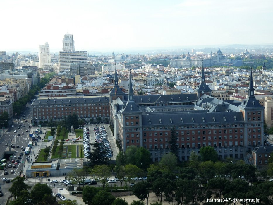 In the first place the Ministry of Air. In the background: the Meliá hotel, the Torre de Madrid and the Ríu hotel