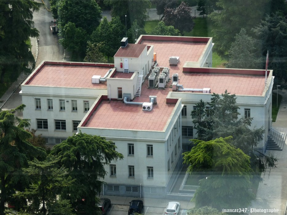 Part of the facilities of the Jiménez Díaz Foundation (La Concepción), a building with a plan in the shape of a Greek cross
