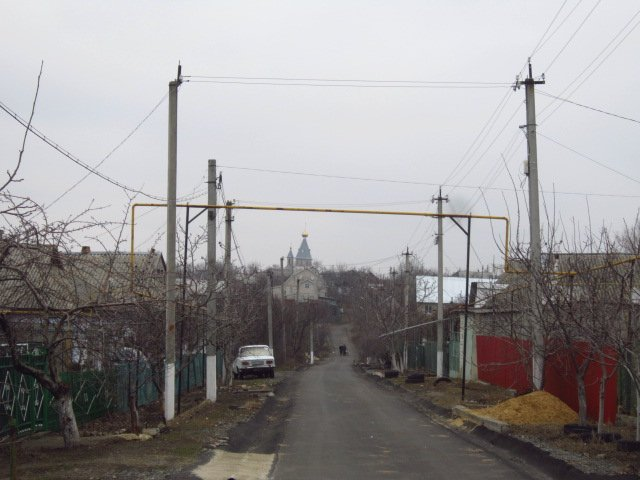 We move along Kharkovskaya street towards the church