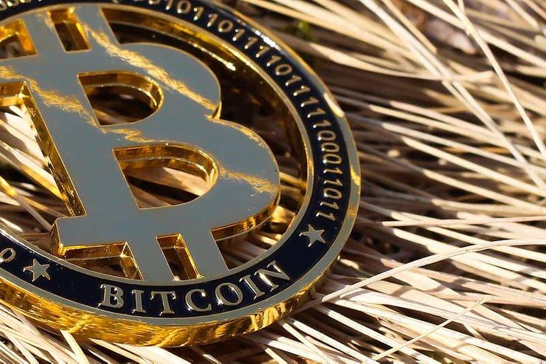 gold-bitcoin.jpg