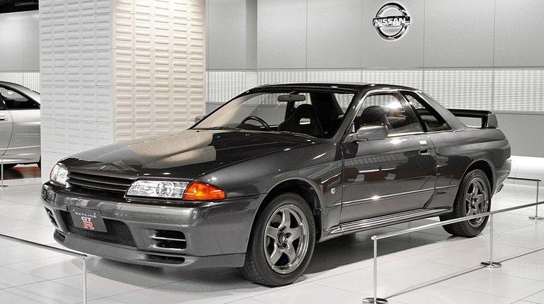 1200px-Nissan_Skyline_R32_GT-R_001.jpg
