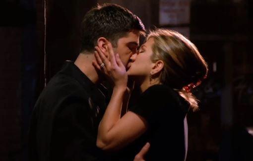 primer-beso-Ross-y-Rachel.jpg