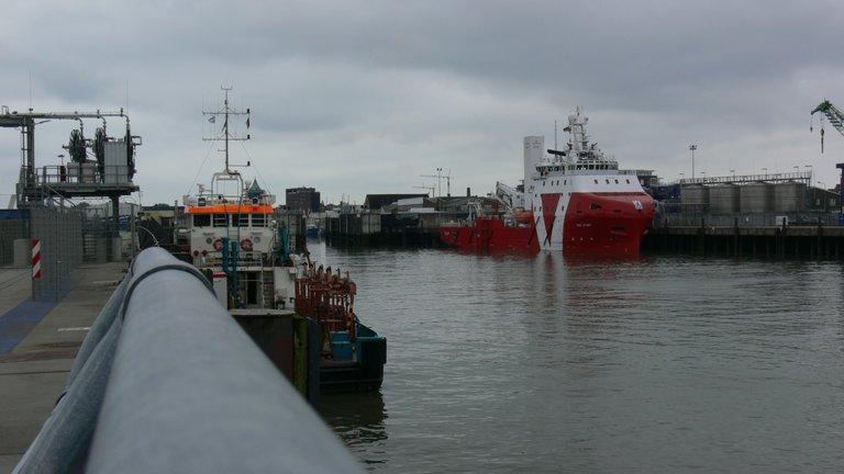 voss_start_offshore_versorgungs_schiff_cux_3_.jpg