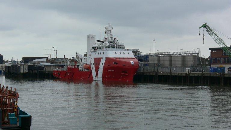voss_start_offshore_versorgungs_schiff_cux_1_.jpg