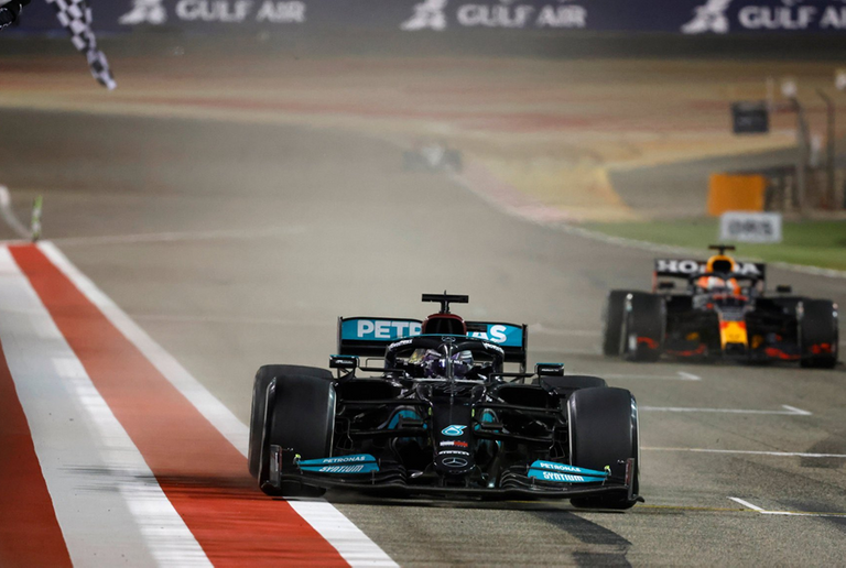 44.-Hamilton-logra-la-victoria.-GP-Barein-2021.png