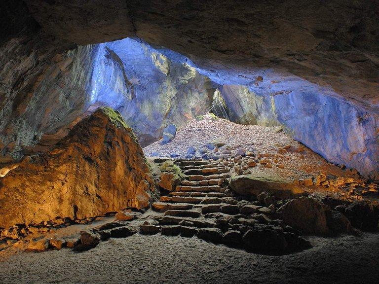Blaue_Grotte_-_Einhornhoehle_-_Foto_M_Maywald.jpg
