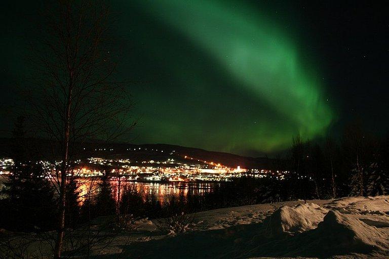 Archivo:Aurora Borealis Salangen2.jpg