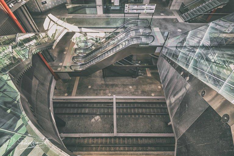 metro_opera_bleached.jpg