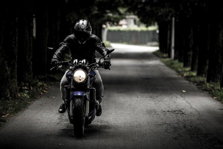 biker407123_1920.jpg
