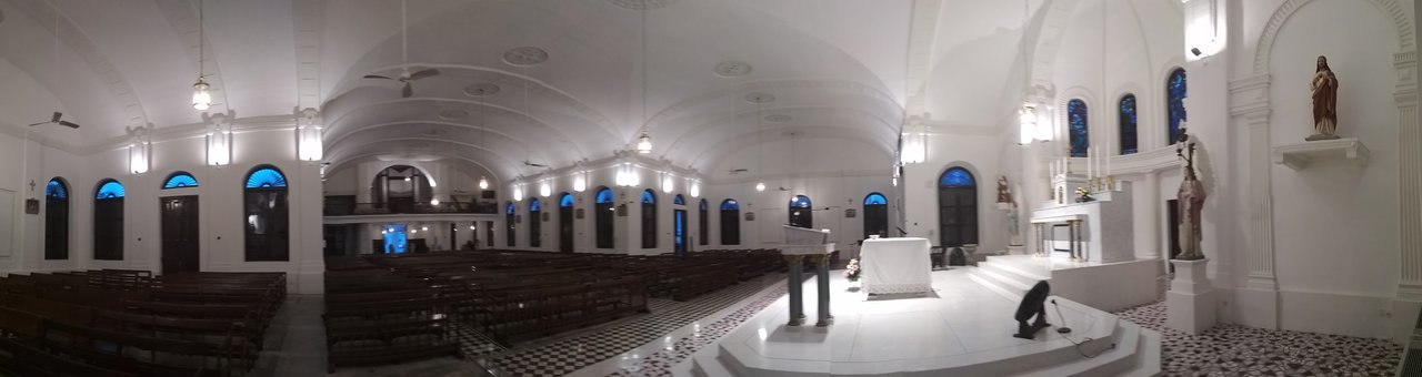 Panoramic view from the side of the altar