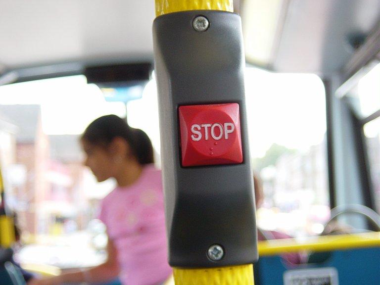 busstoppushbutton1516238.jpg