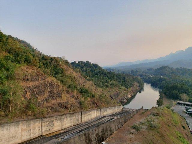 Vajiralongkorn Dam15.jpg