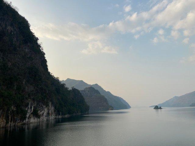 Vajiralongkorn Dam11.jpg