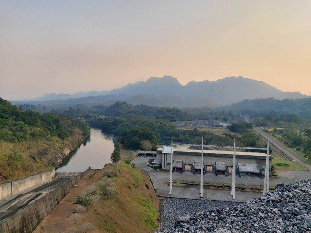Vajiralongkorn Dam18.jpg
