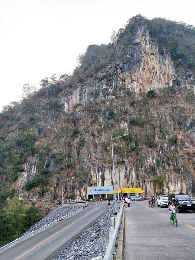Vajiralongkorn Dam20.jpg