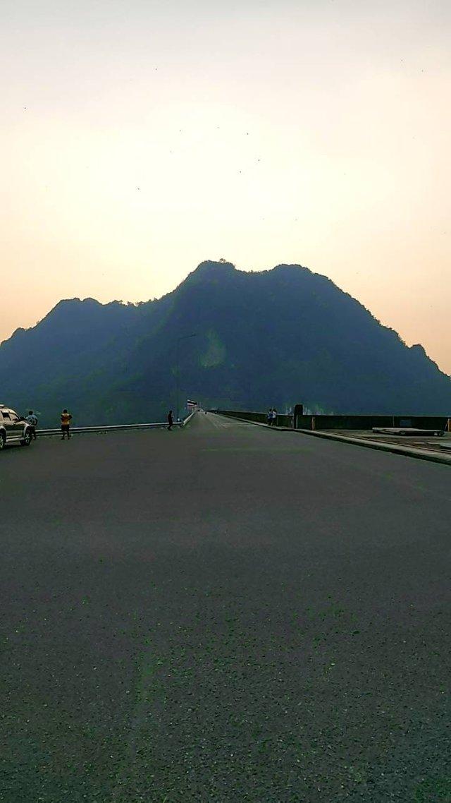 Vajiralongkorn Dam14.jpg