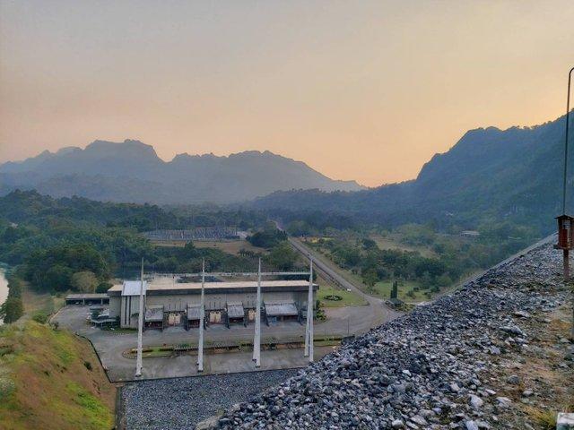 Vajiralongkorn Dam17.jpg