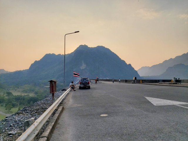 Vajiralongkorn Dam16.jpg