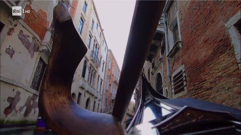 Detail of the gondola oar...