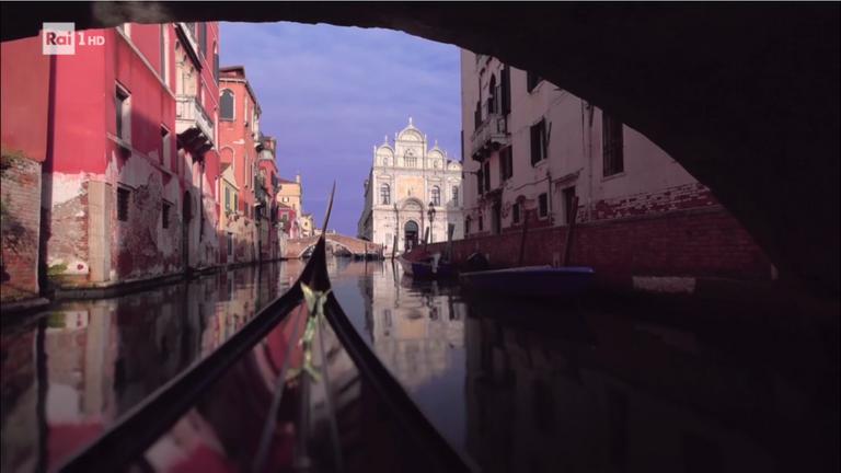 Navigation in Gondola to Venice