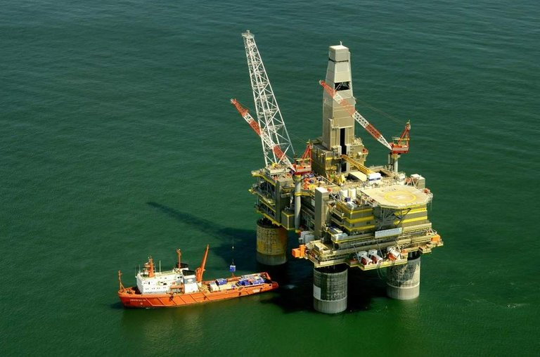 0011 oil platform russia112445_1280a.jpg