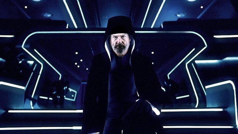 tron_legacy_movie_image_jeff_bridges_cloaked.jpg