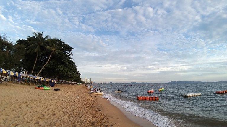 pattaya_beach_oct_2020_690.jpg