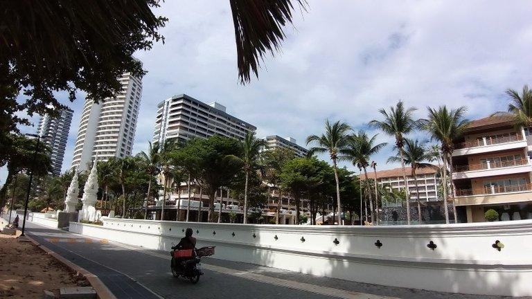 pattaya_beach_oct_2020_511.jpg