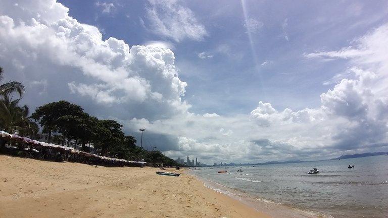 pattaya_beach_oct_2020_378.jpg