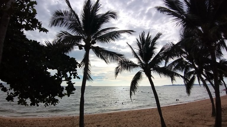 pattaya_beach_oct_2020_650.jpg