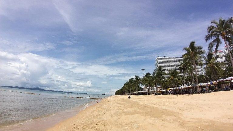 pattaya_beach_oct_2020_376.jpg
