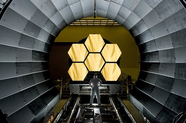 space-telescope-532989_1280.jpg