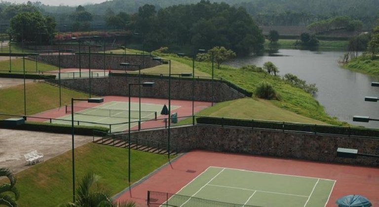 Mission-Hills-China-Tennis-courts.jpg