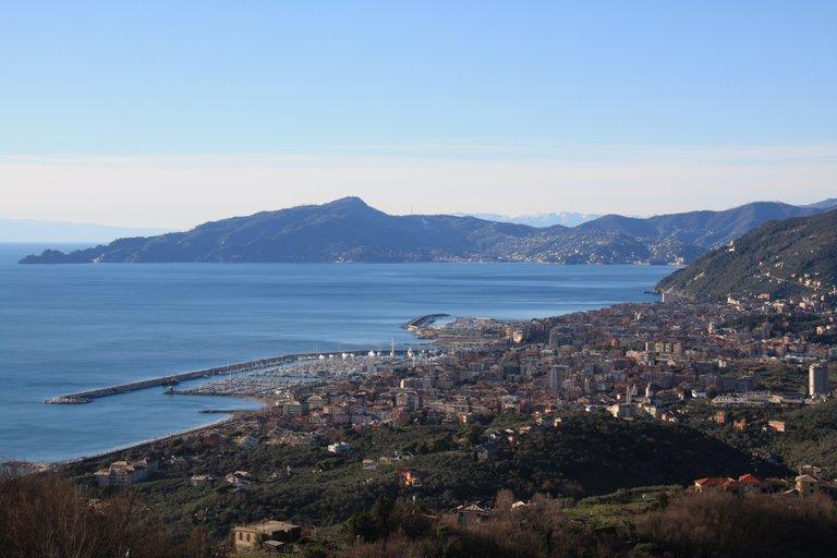Chiavari and the Tigullio gulf from Santa Giulia...