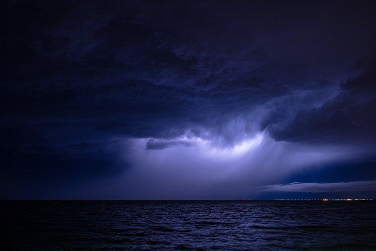 lightning5.jpg